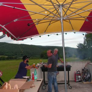 on s'active au barbecue!